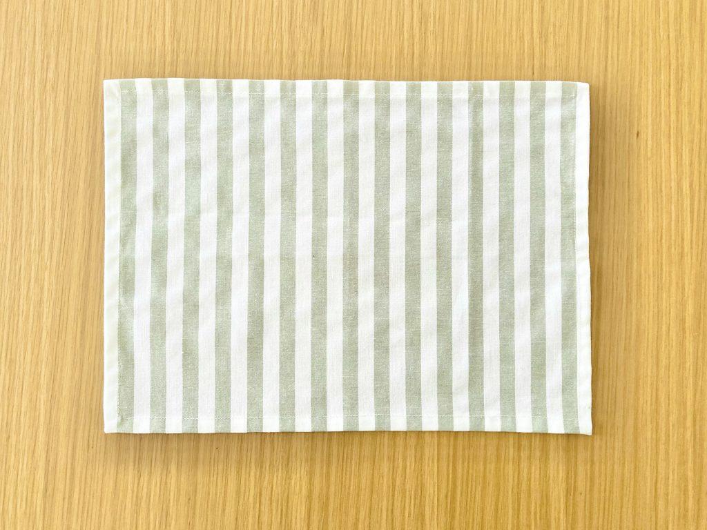 簡単!シンプルな裏地なしランチマットの作り方(額縁縫い)|完成表側|ハンドメイド初心者のための洋裁メディア縫いナビ|丸石織物