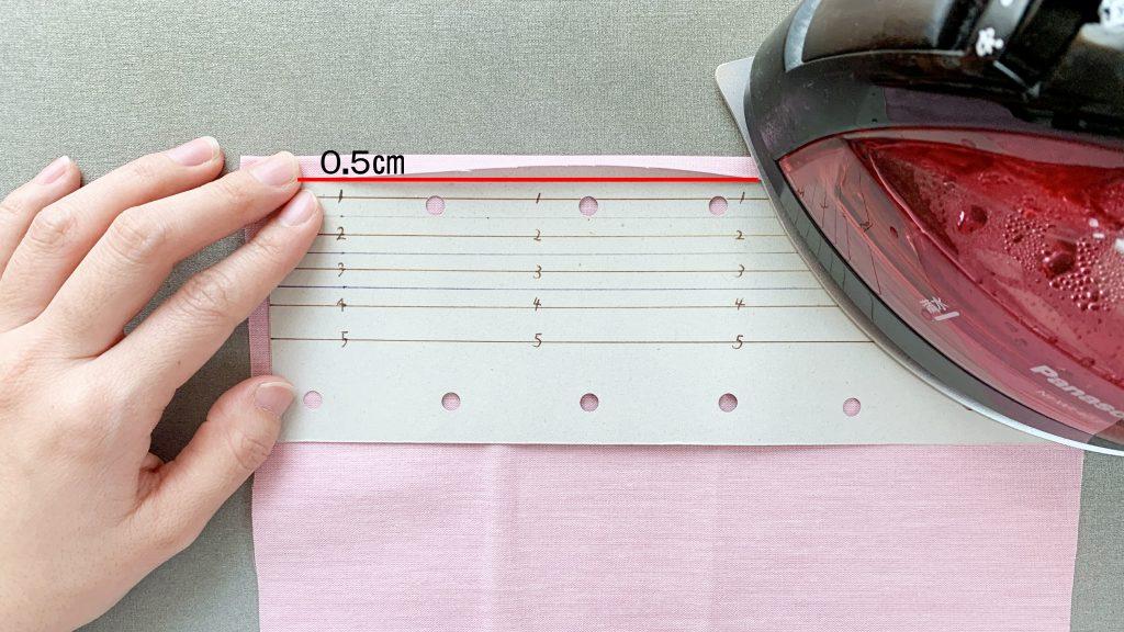 ギャザーエプロンの作り方|スカートの両端を折る|ハンドメイド 初心者のための洋裁メディア縫いナビ|丸石織物