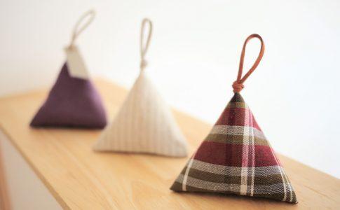 はぎれで簡単ルームフレグランス!テトラサシェの作り方|完成写真|ハンドメイド初心者のための洋裁メディア縫いナビ|丸石織物