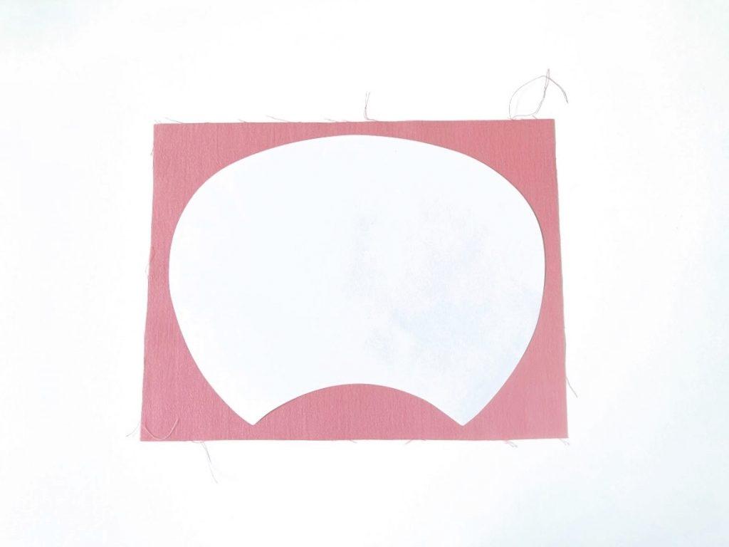 夏休みの工作にもぴったり!はぎれと100均材料で簡単かわいいうちわの作り方|台紙を生地に貼る|ハンドメイド初心者のための洋裁メディア縫いナビ|丸石織物