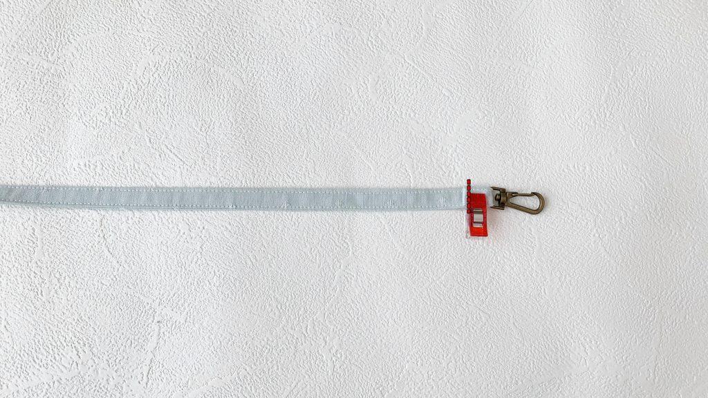 スマホポーチの作り方|ひもにナスカンをつける|ハンドメイド 初心者のための洋裁メディア縫いナビ|丸石織物