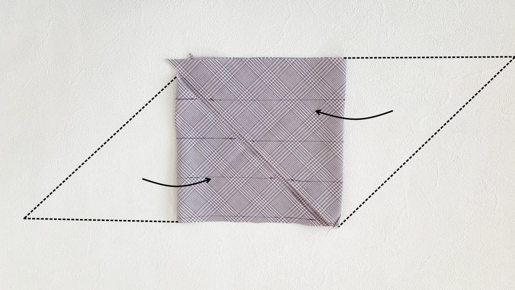 一度に長くできるバイアステープの作り方|ハンドメイド 初心者のための洋裁メディア縫いナビ|丸石織物|生地をたたむ