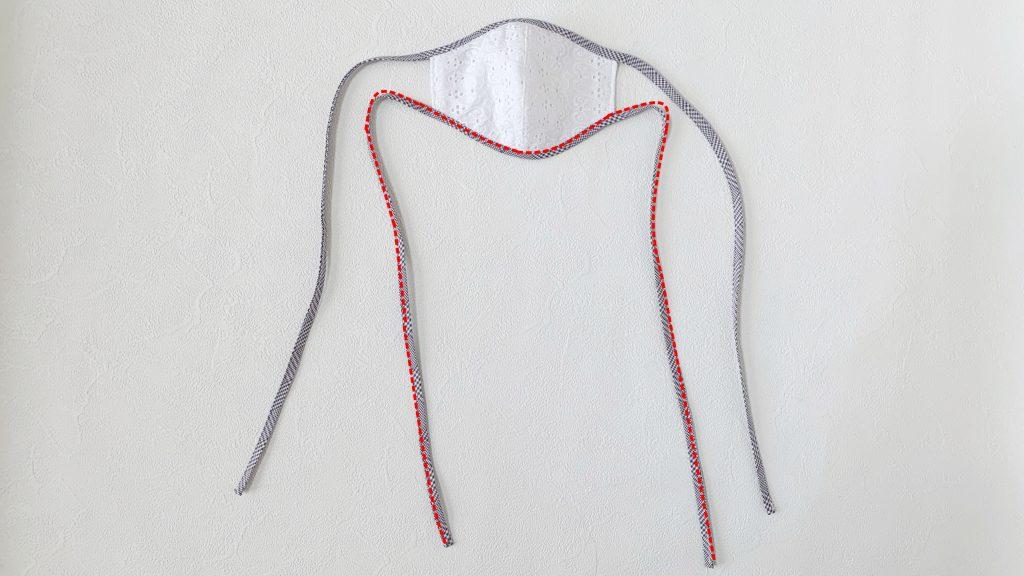 縁取りリボンマスクの作り方|ハンドメイド 初心者のための洋裁メディア縫いナビ|丸石織物|マスク下側のバイアステープひもを縫う