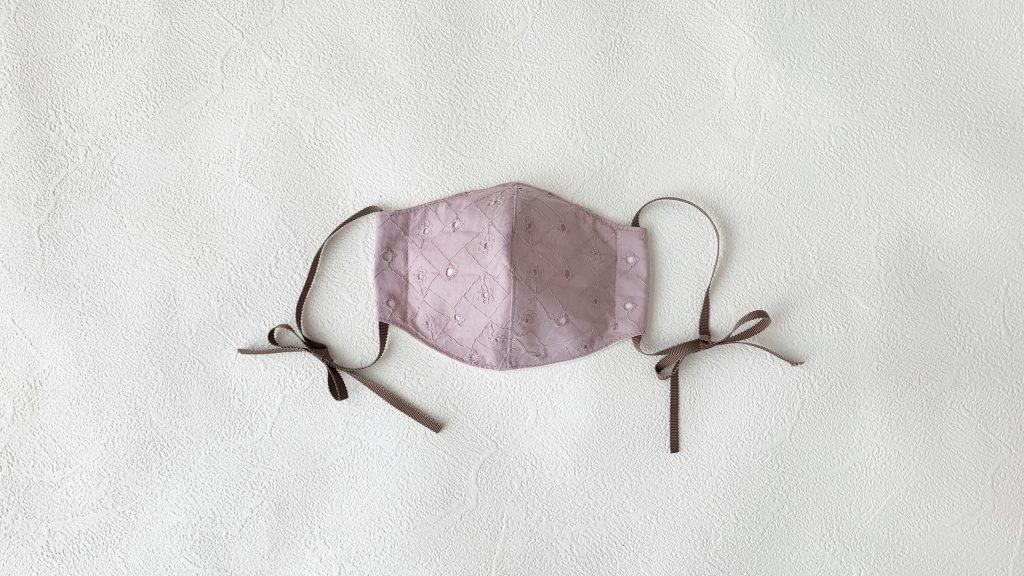リボンひもの立体マスクの作り方|ハンドメイド 初心者のための洋裁メディア縫いナビ|丸石織物|リボン短め完成写真