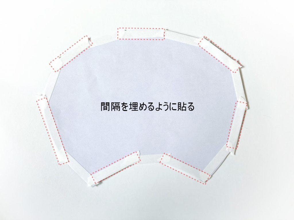 夏休みの工作にもぴったり!はぎれと100均材料で簡単かわいいうちわの作り方|間隔を埋めるように両面テープを貼る|ハンドメイド初心者のための洋裁メディア縫いナビ|丸石織物