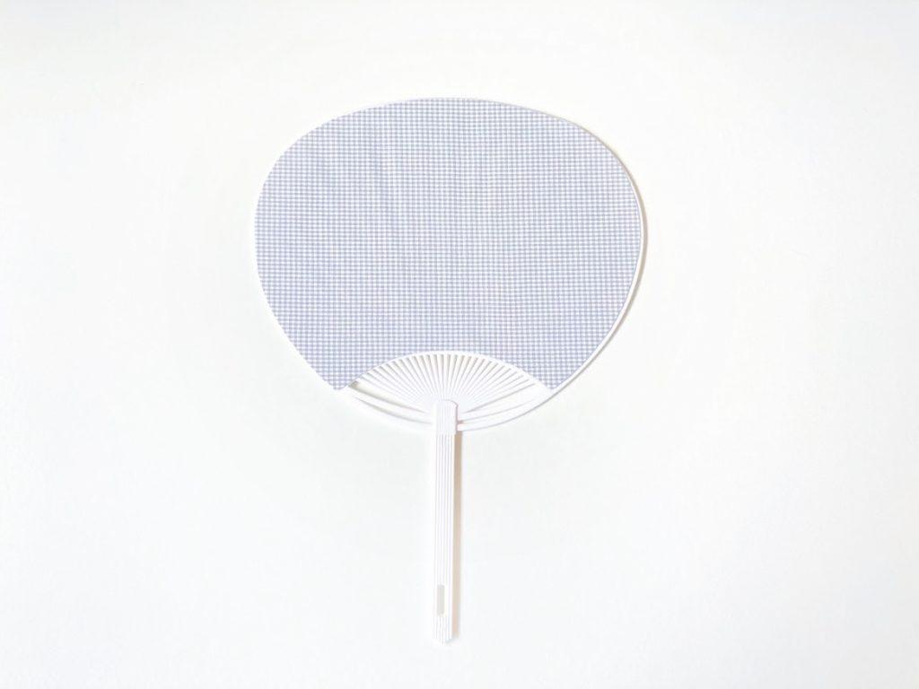 夏休みの工作にもぴったり!はぎれと100均材料で簡単かわいいうちわの作り方|完成写真|ハンドメイド初心者のための洋裁メディア縫いナビ|丸石織物