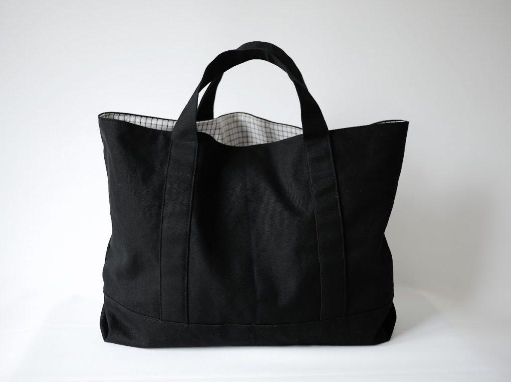 1mの8号帆布で作る!簡単シンプルな外マチ大判トートバッグの作り方|完成写真正面|ハンドメイド初心者のための洋裁メディア縫いナビ|丸石織物