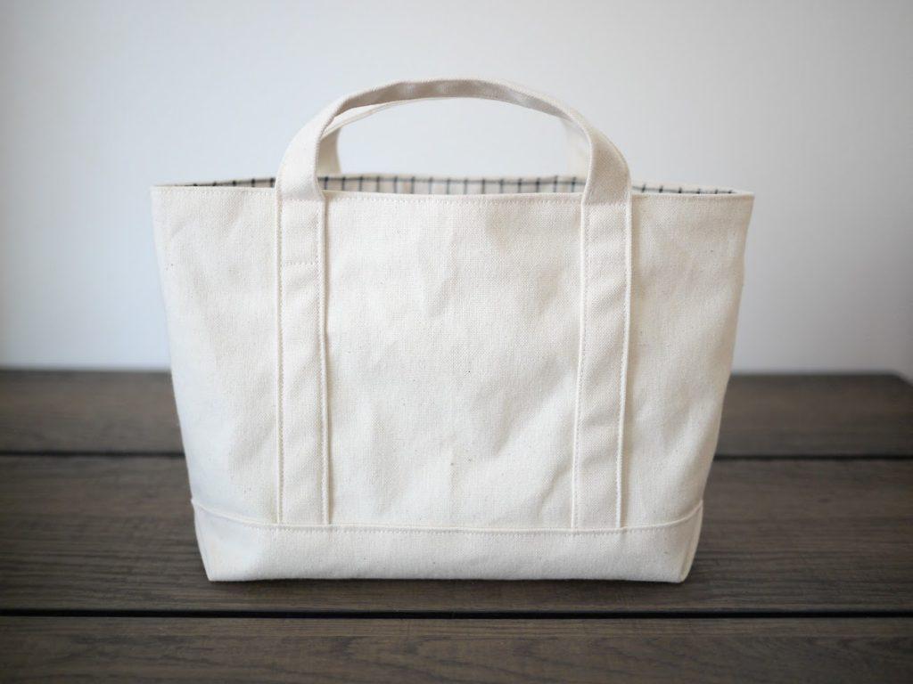 1mの8号帆布で作る!簡単シンプルな外マチ大判トートバッグの作り方|小さめサイズ完成写真|ハンドメイド初心者のための洋裁メディア縫いナビ|丸石織物